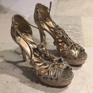 """LIKE NEW Gianni Bini Intricate Metallic 5"""" Heels"""